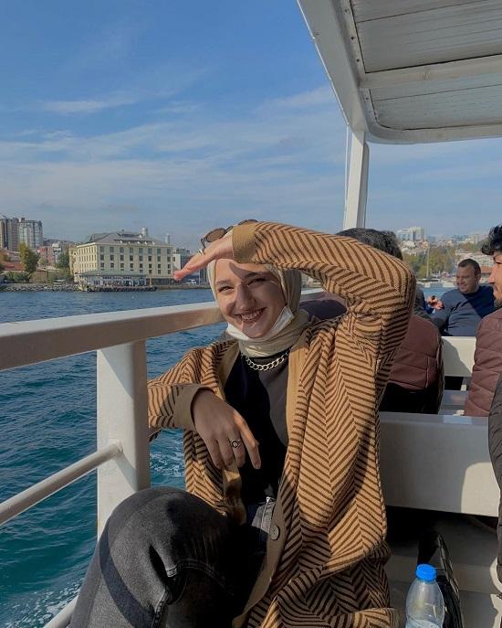 أفكار لتنسيق ملابس التريكو مع الحجاب (17)