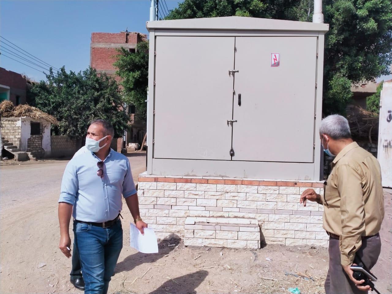 نائب محافظ أسيوط يتابع أعمال الكهرباء بقرى البداري ضمن حياة كريمة (10)