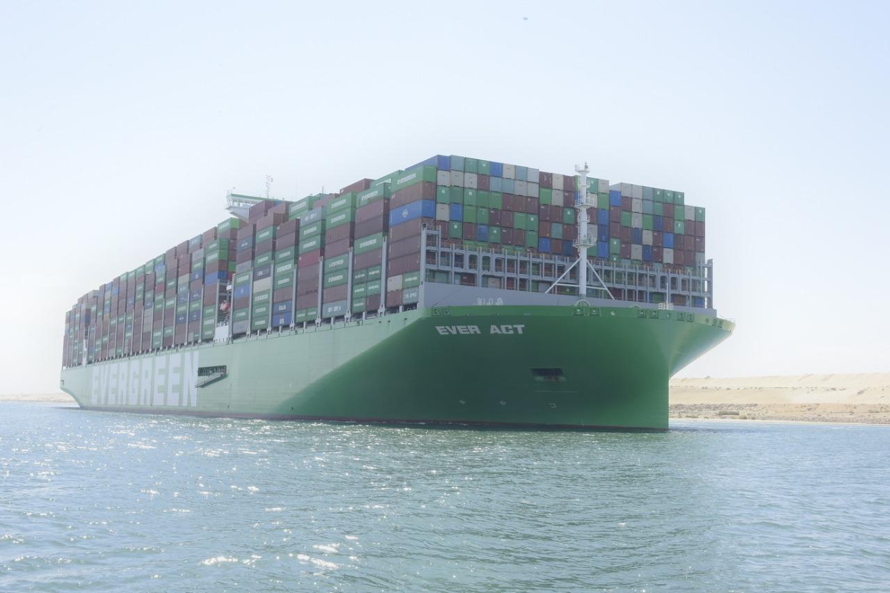 عبور أكبر سفينة حاويات فى العالم لقناة السويس (5)