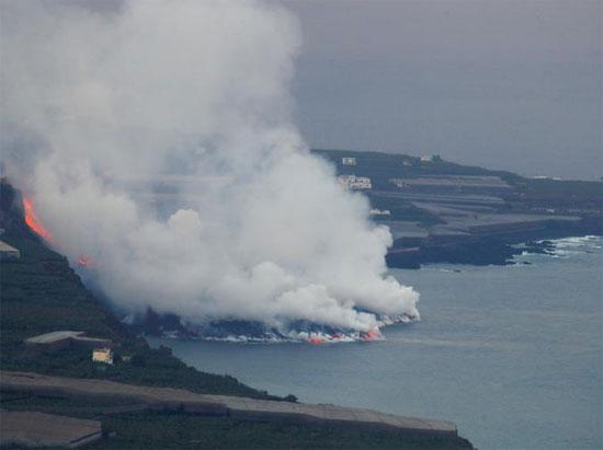 النيران تصل البحار