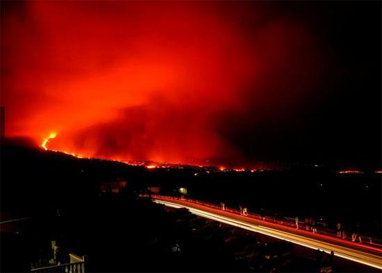 النيران تصل للبحار