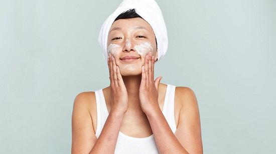 وصفات طبيعية للتخلص من الحبوب الصغيرة في الوجه