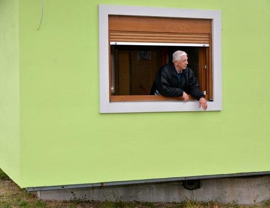 زوج يبني لزوجته منزل دوار (4)