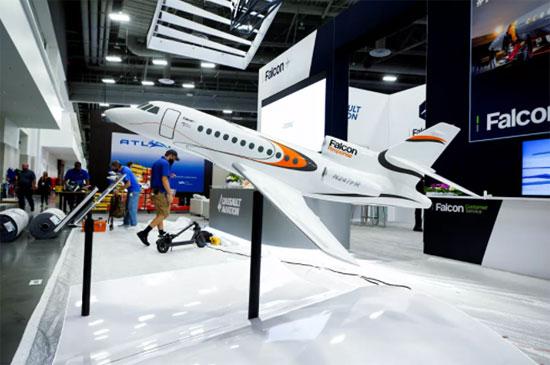 جناح Dassault Aviation في مؤتمر ومعرض طيران الأعمال NBAA في لاس فيغاس، ولاية نيفادا، الولايات المتحدة