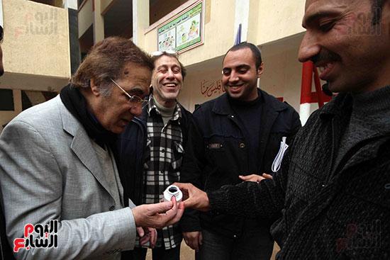 محمود ياسين فى لجنة الانتخابية