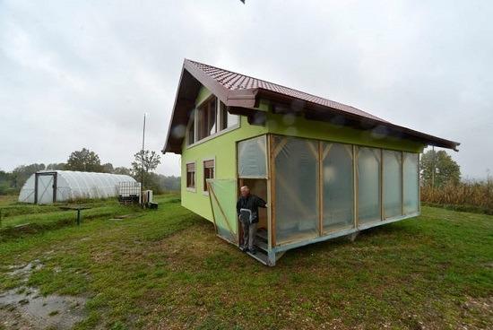 زوج يبني لزوجته منزل دوار (3)