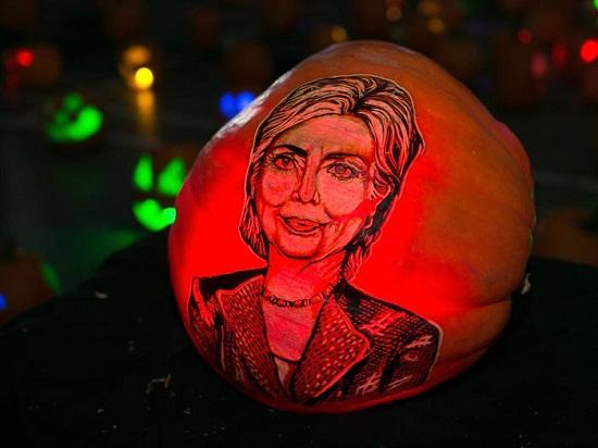 نحت وجه هيلاري كلينتون
