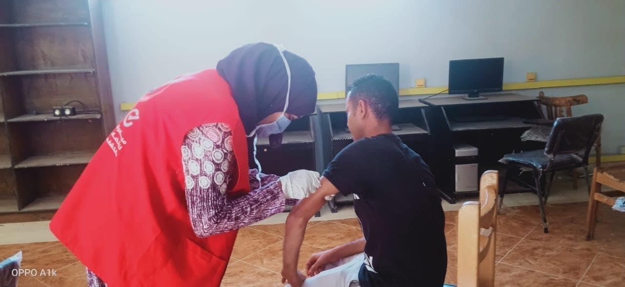 الفرق الطبية لتطعيم المواطنين  (4)