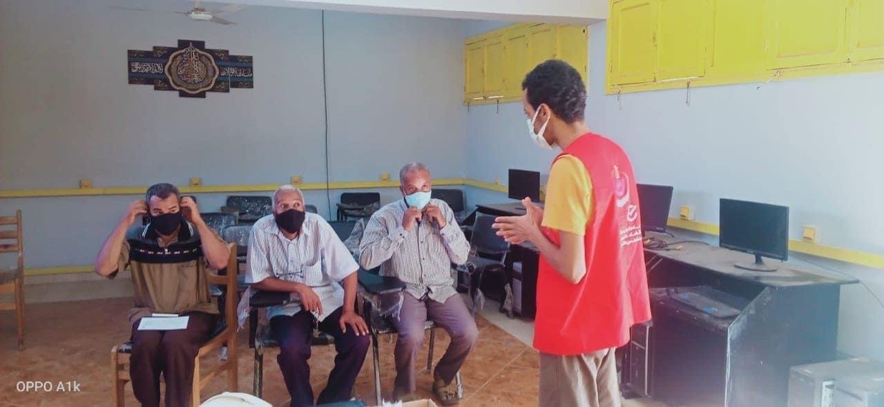الفرق الطبية لتطعيم المواطنين  (3)