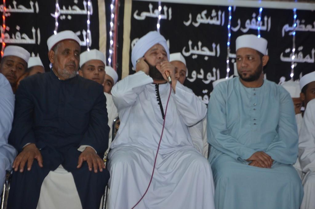 الشيخ حسين البيومي ينشد فى حب رسول الله