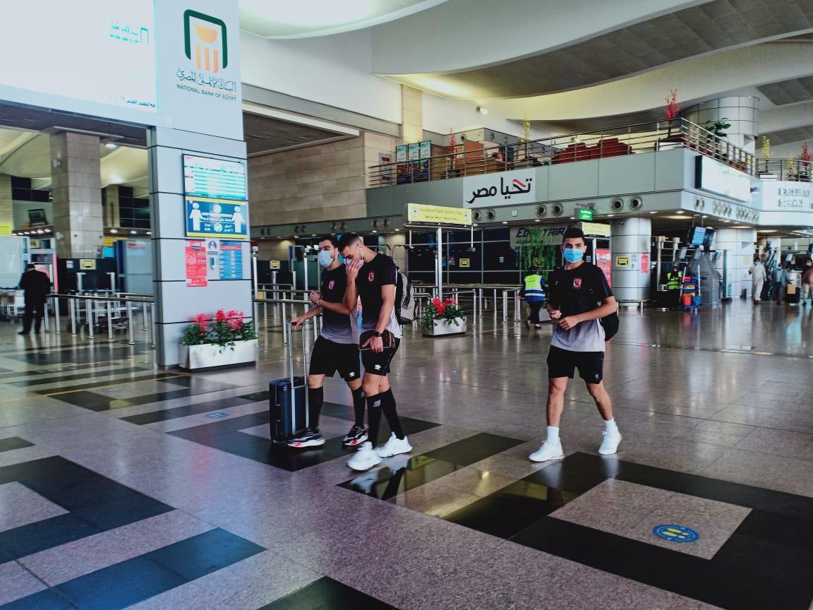 فريق الأهلى بالمطار