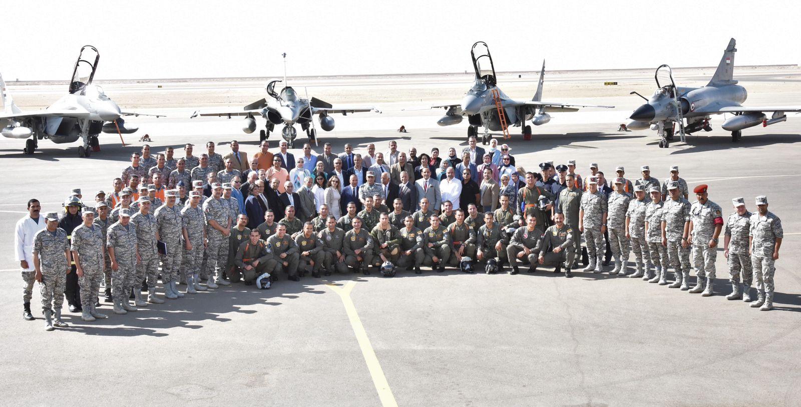 القوات الجوية تنفذ عروضا فى سماء مصر (3)