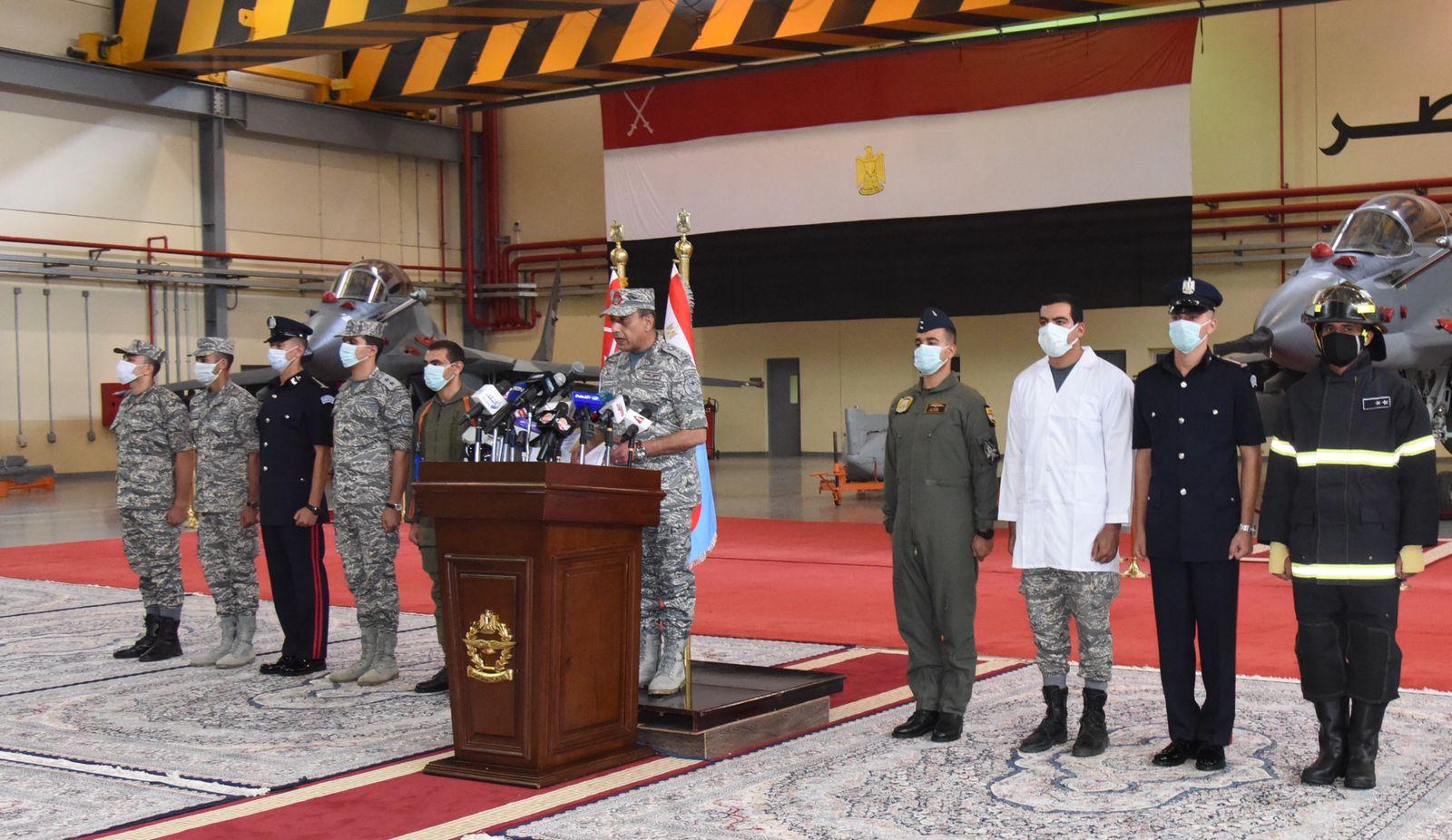 القوات الجوية تنفذ عروضا فى سماء مصر (2)