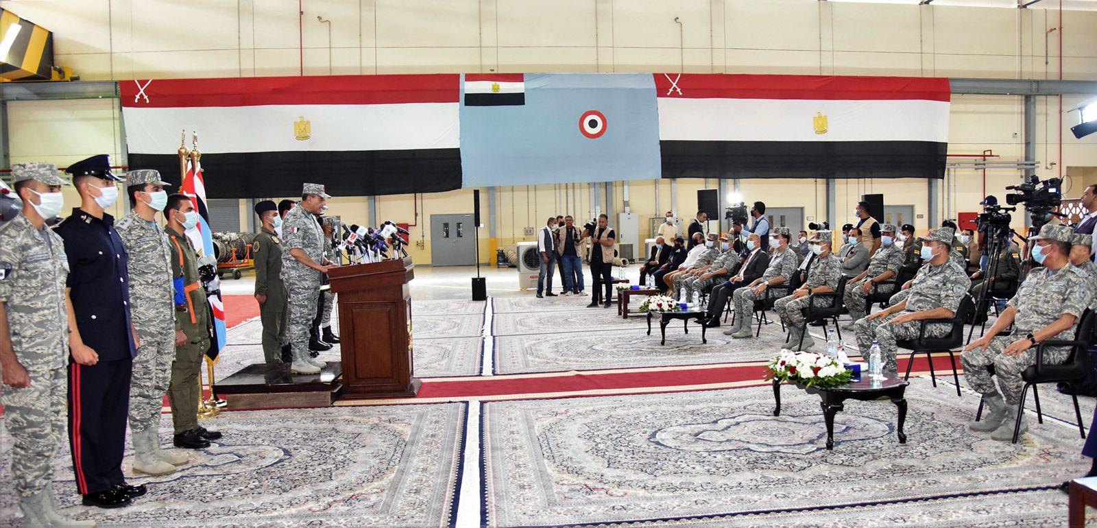 القوات الجوية تنفذ عروضا فى سماء مصر (4)