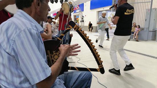 جانب من عزف آلة السمسمية