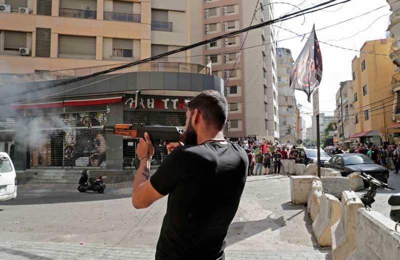 اطلاق النار أثناء الاشتباكات
