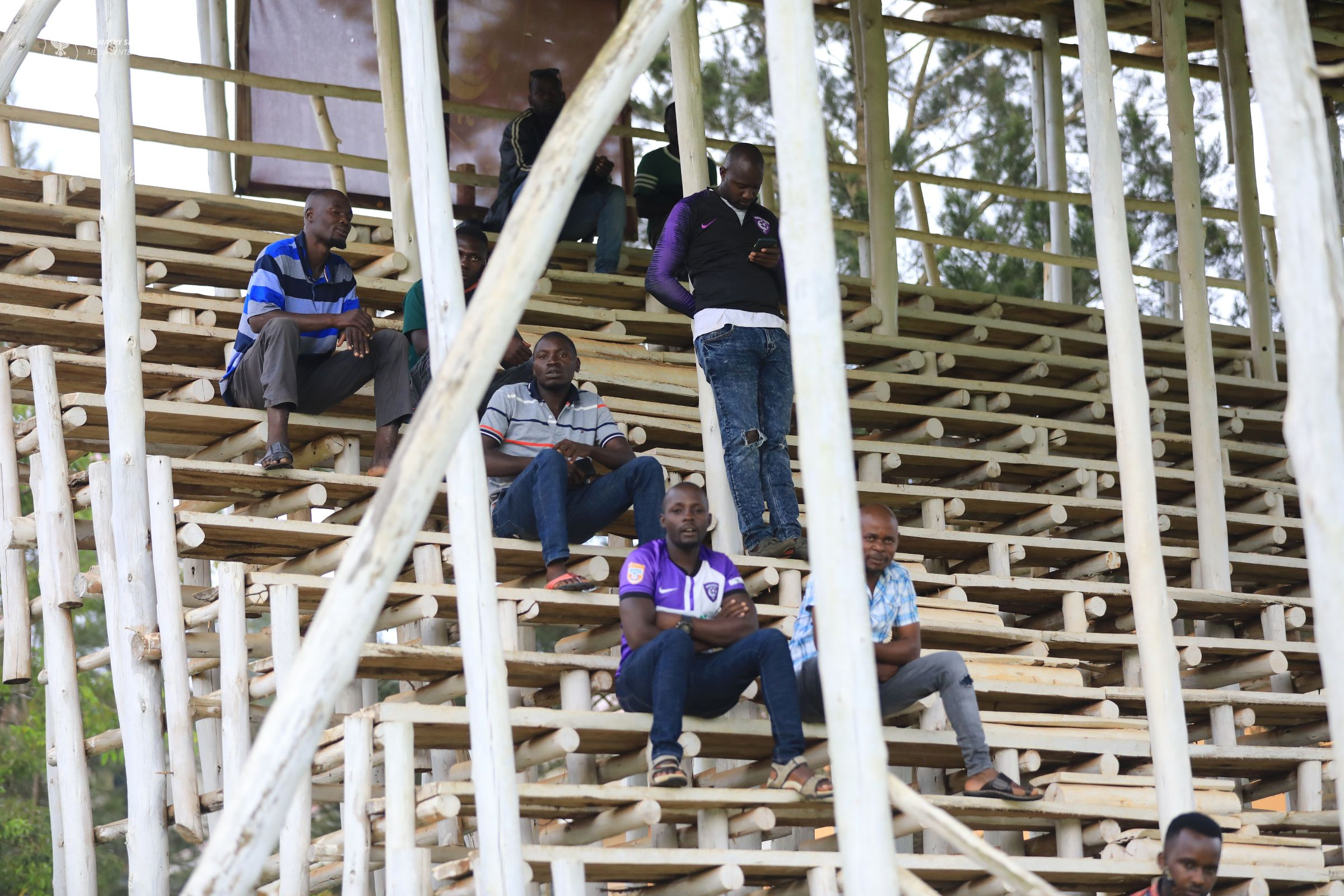 الجماهير الأوغندية تتابع مران المصري في كامبالا (3)