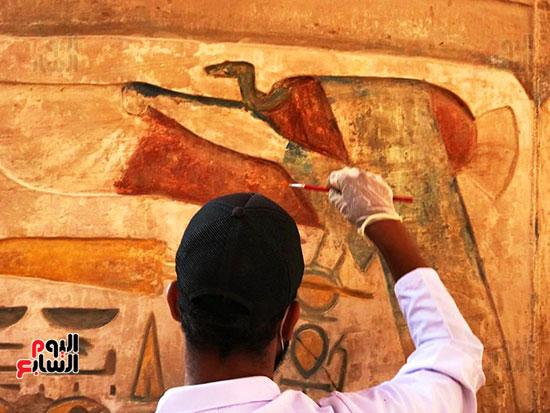 ألوان-النقوش-الفرعونية-الساحرة-فى-صالة-الأعمدة-الكبرى-بالكرنك