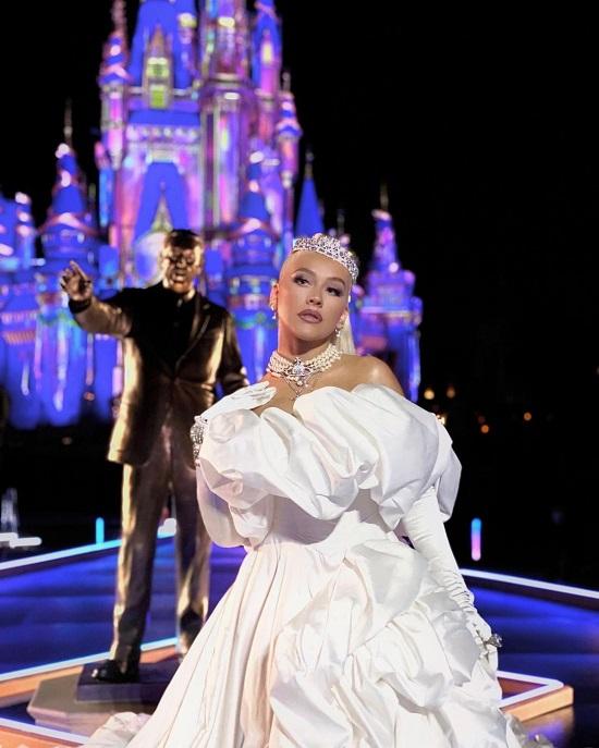 Christina Aguilera in a voluminous dress and a diamond tiara on Walt Disney's 50th Anniversary (5)