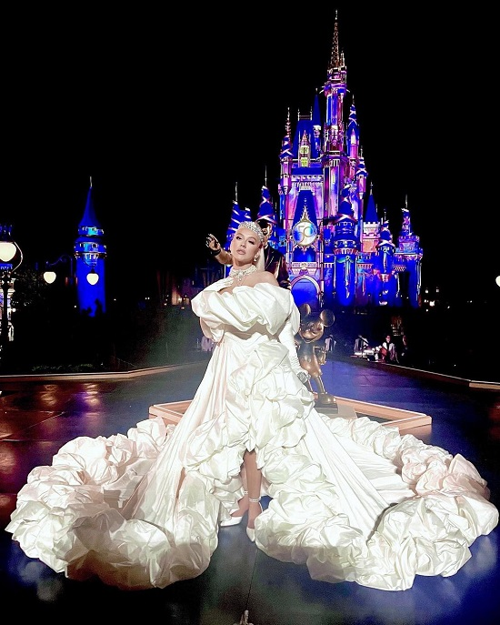 Christina Aguilera in a voluminous dress and a diamond tiara on Walt Disney's 50th Anniversary (2)