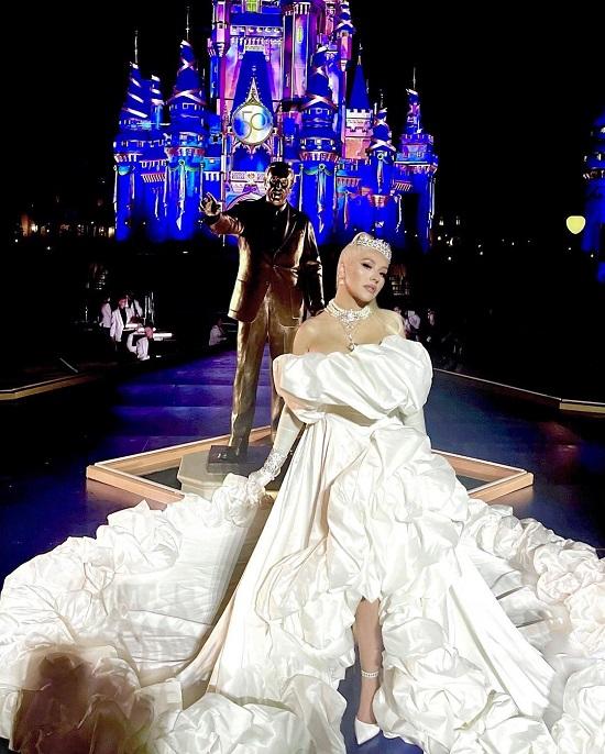 Christina Aguilera in a voluminous dress and a diamond tiara on Walt Disney's 50th Anniversary (1)