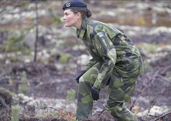 Princess Victoria abandons her femininity and wears military clothes (6)
