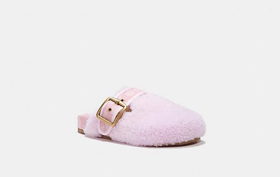 حذاء من الفرو