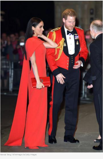 ميجان بفستان أحمر