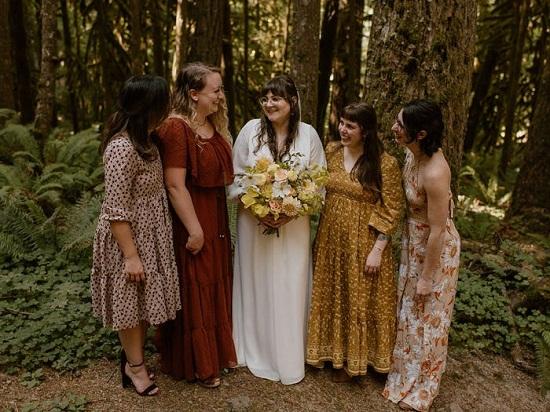 Bride's girlfriends