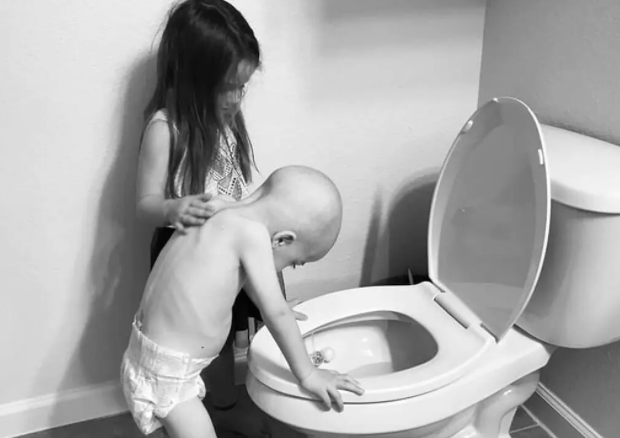 صورة الطفل وأخته المتداولة على الفيس بوك