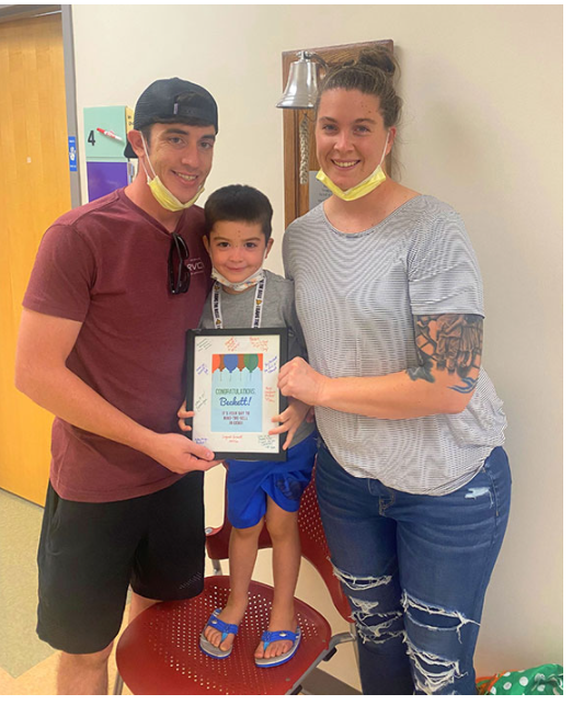 A picture of the child and his parents after the end of the treatment