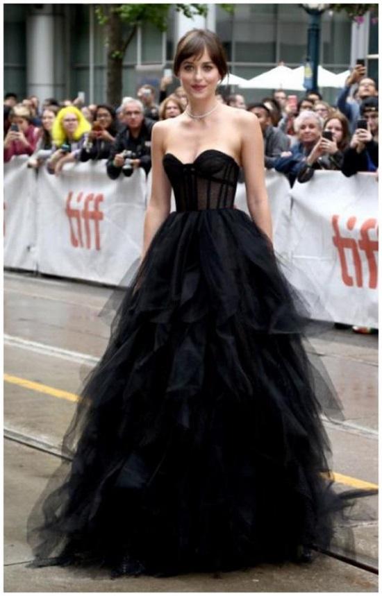 The 5 Best Black Dakota Johnson Looks (4)