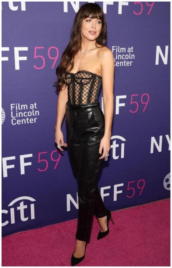 Top 5 Dakota Johnson's Black Looks (2)
