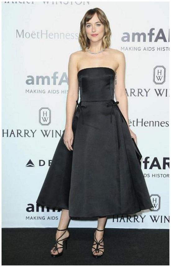 Top 5 Dakota Johnson's Black Looks (5)