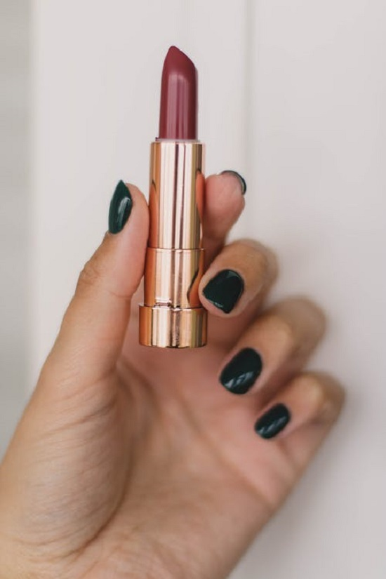 5 Simple Steps To Maintain Your Rouge Throughout The Day (3)