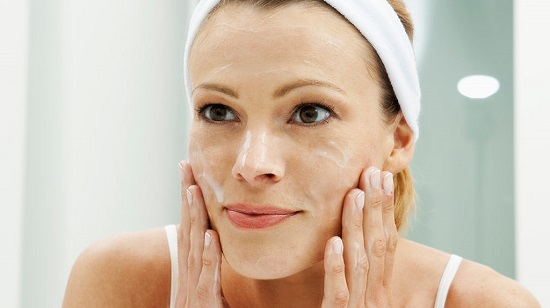 Natural ways to clean the skin