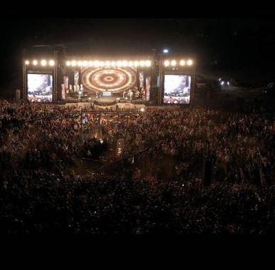 جمهور ضخم يحضر حفل تامر حسني في الاردن