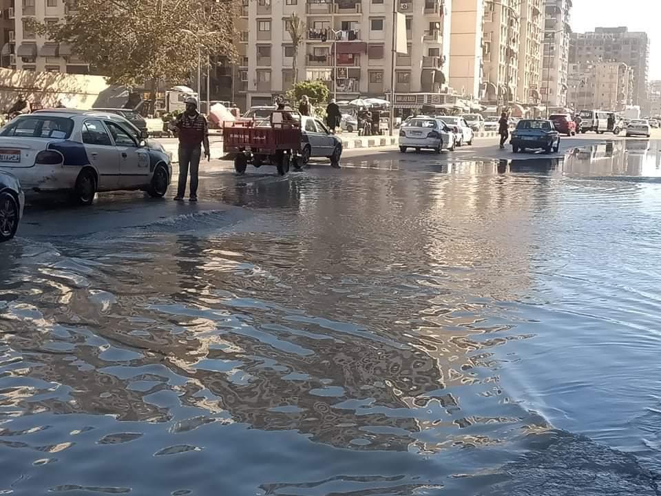 كسر ماسورة المياه بشارع العبور بحى الضواحى