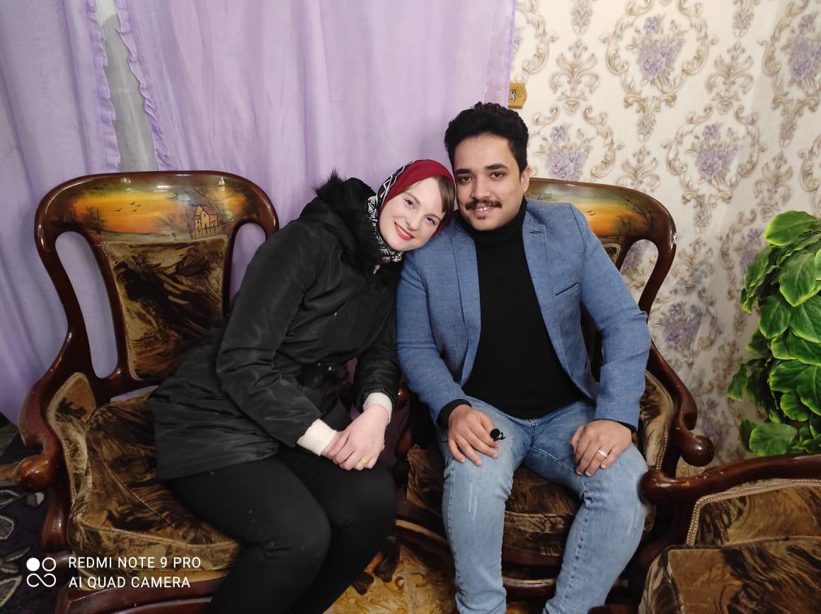 إلسا الهولندية مع زوجها الإسكندرانى وليد المصرى  (3)