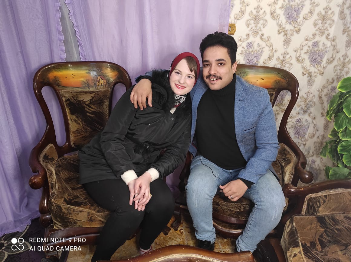 إلسا الهولندية مع زوجها الإسكندرانى وليد المصرى  (2)