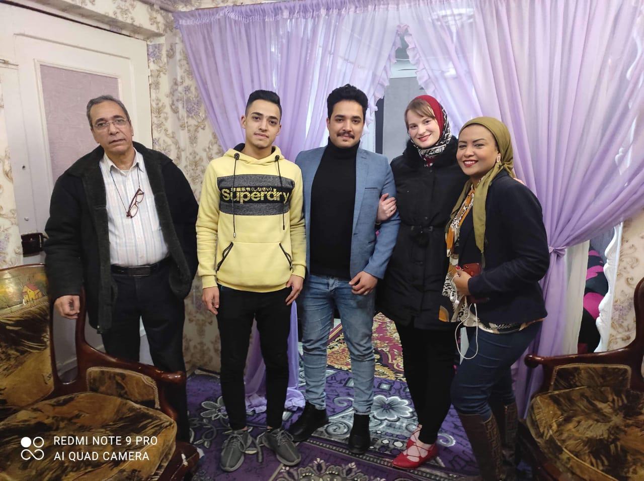 إلسا الهولندية مع زوجها الإسكندرانى وليد المصرى وأسرتها بصحبة محررة اليوم السابع