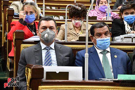 نواب البرلمان خلال بيان وزير المالية