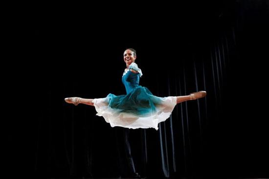 بوينو  تنسى أنها ترقص بدون ذراعين