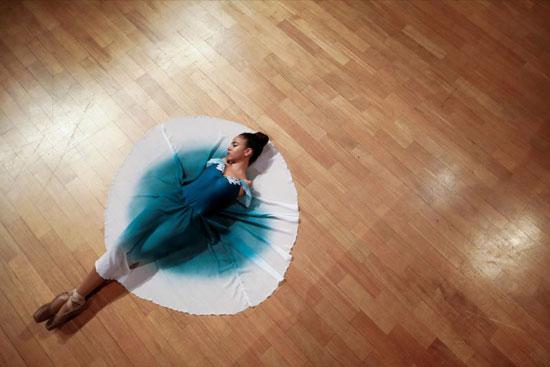فيتوريا بوينو في عرض باليه على خشبة المسرح