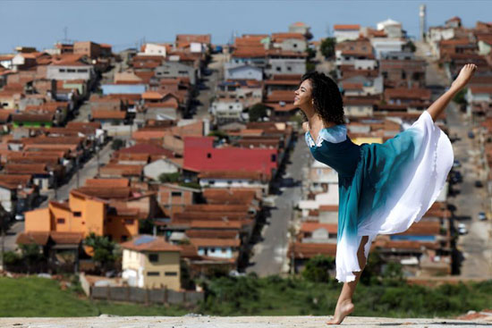 فيتوريا بوينو تمارس عرض راقص
