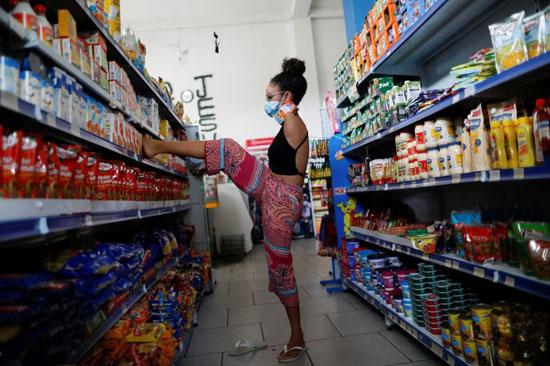 فيتوريا بوينو تمارس حياتها الطبيعية بدون ذراعين