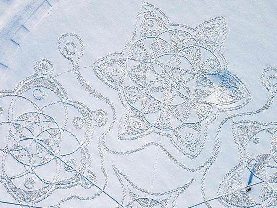 صورة هندسية مكونة من دوائر متشابكة