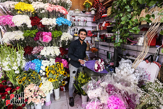 استعداد محلات الورد لعيد الحب