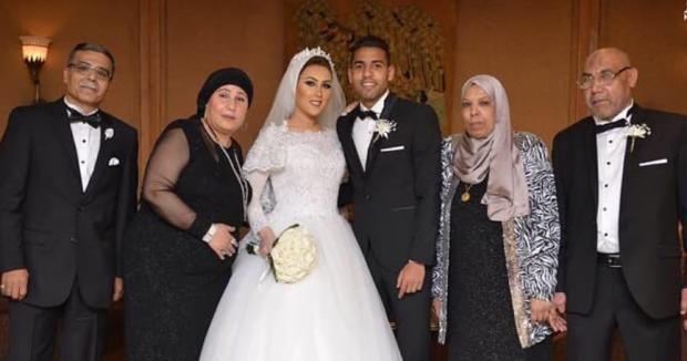 مؤمن زكريا مع عروسته ليلة الزفاف