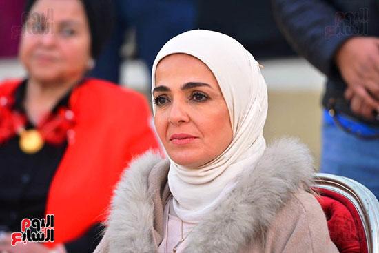 تحيا مصر يسلم 158 فتاة أولى بالرعاية تجهيزات الزواج (43)